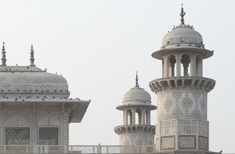 Chhatris of Itimad Ud Daulah Tomb