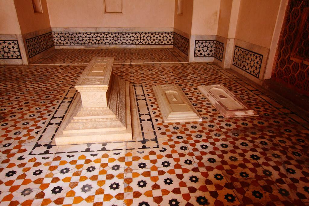 Grave Inside Akbar's Tomb