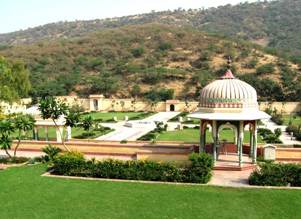 Sisodiya Rani Ka Bagh
