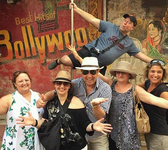 Elephanta Caves and Bollywood Tour - Mumbai
