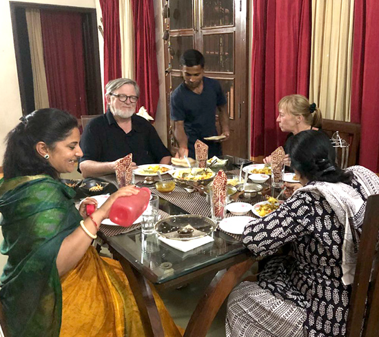 Meal with an Indian family - Mumbai
