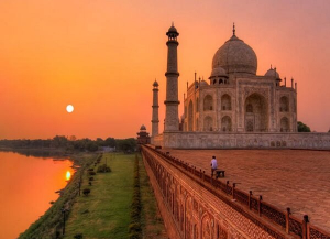 6 Days Golden Triangle Tour for First Timer - Khajuraho, Varanasi and Goa Tour