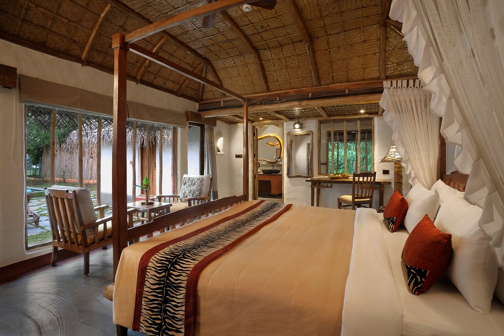 pool-reserve-bedroom
