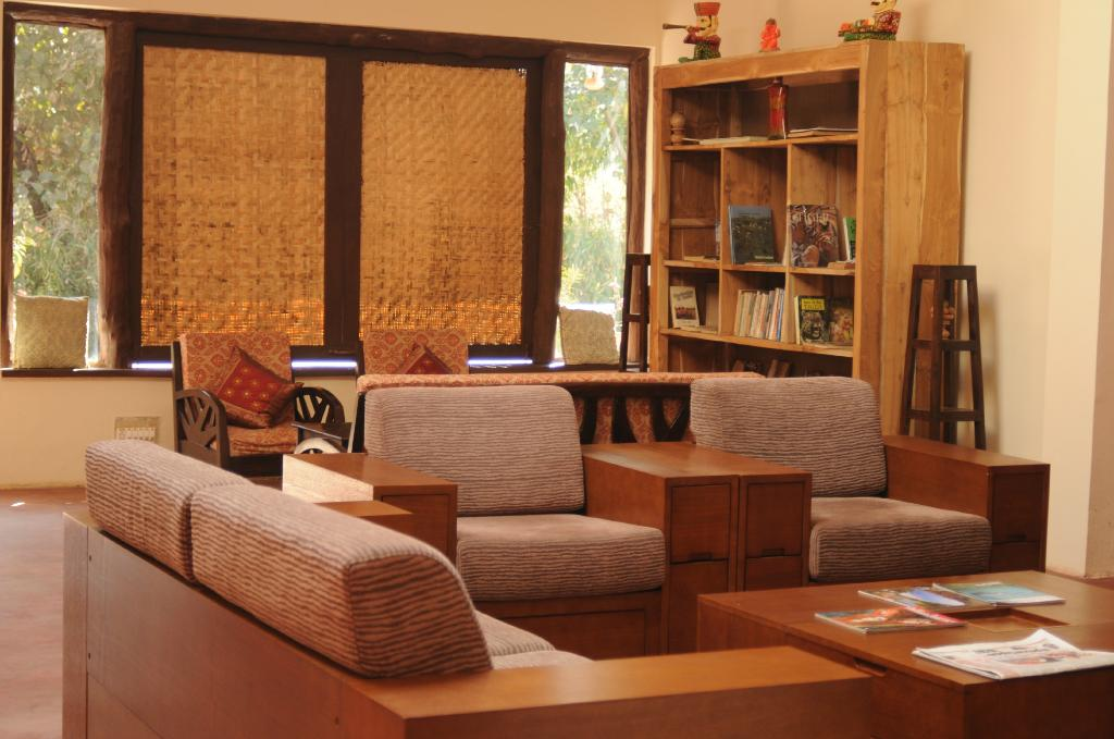 bandhavgarh jungle lodge living room