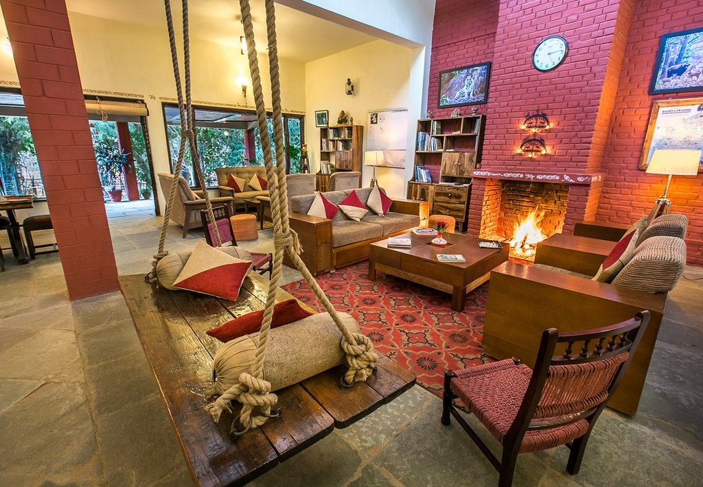 bandhavgarh lodge living room