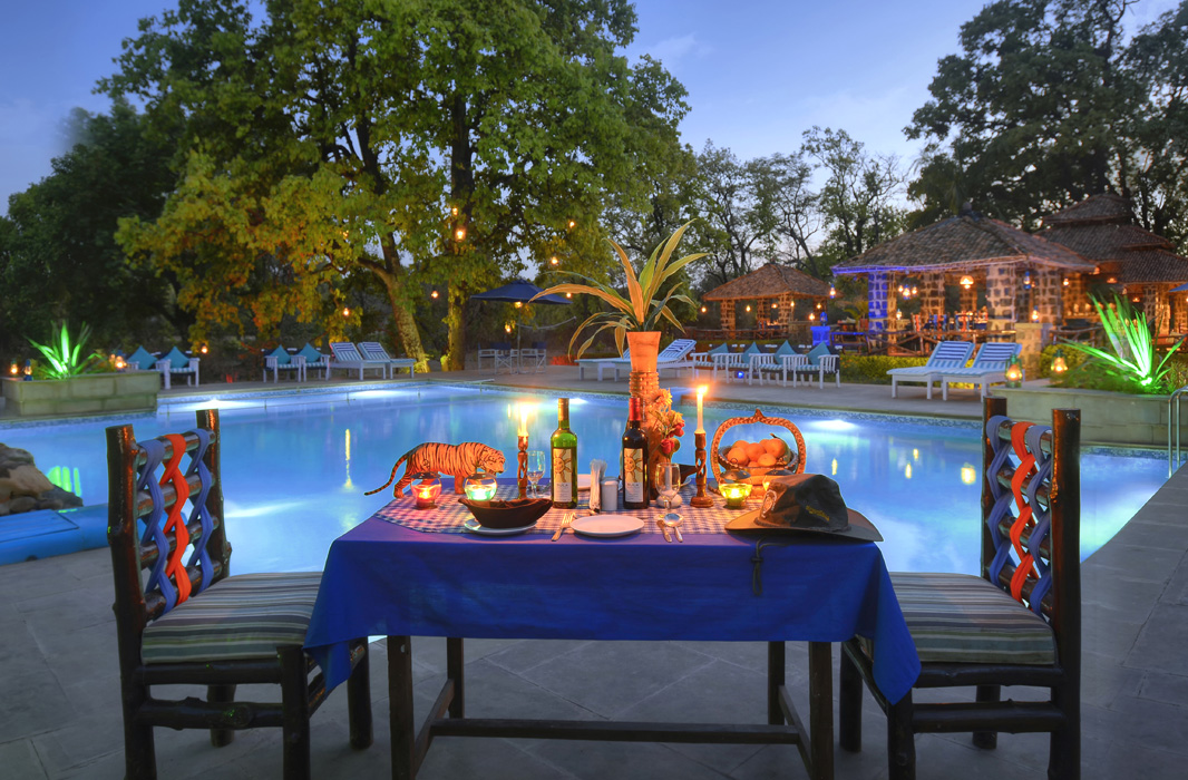 poolside-dining