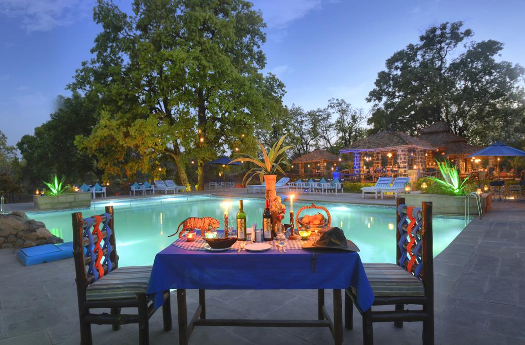 poolside-dinner