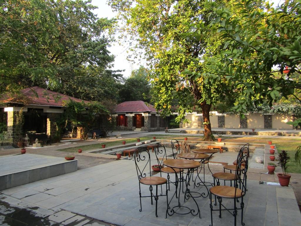 Bandhav Vilas Bandhavgarh Lawn