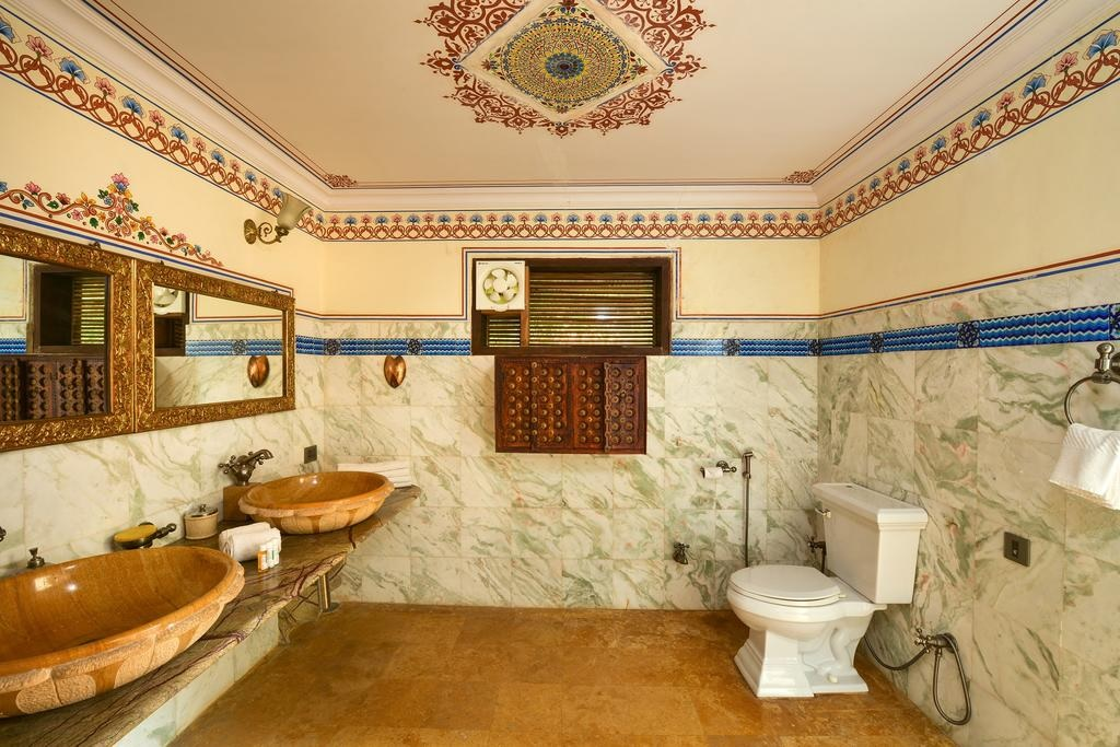 Syna Tiger Resort Bandhavgarh Suite Bathroom