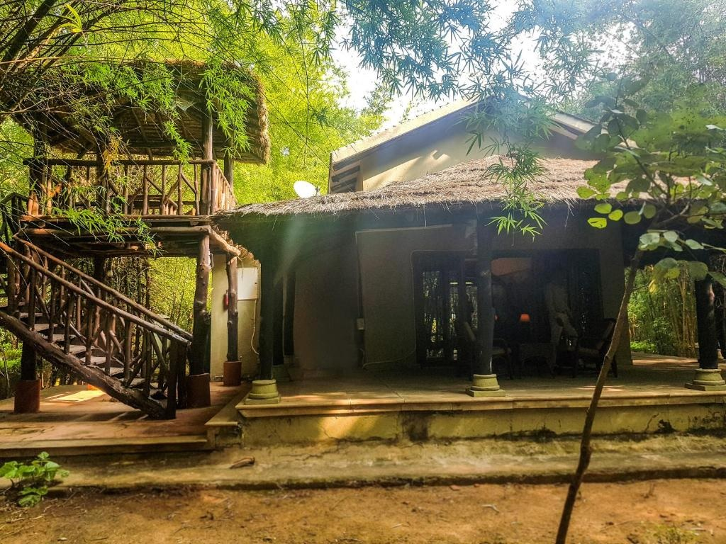 Syna Tiger Resort Bandhavgarh Tribal Cottage