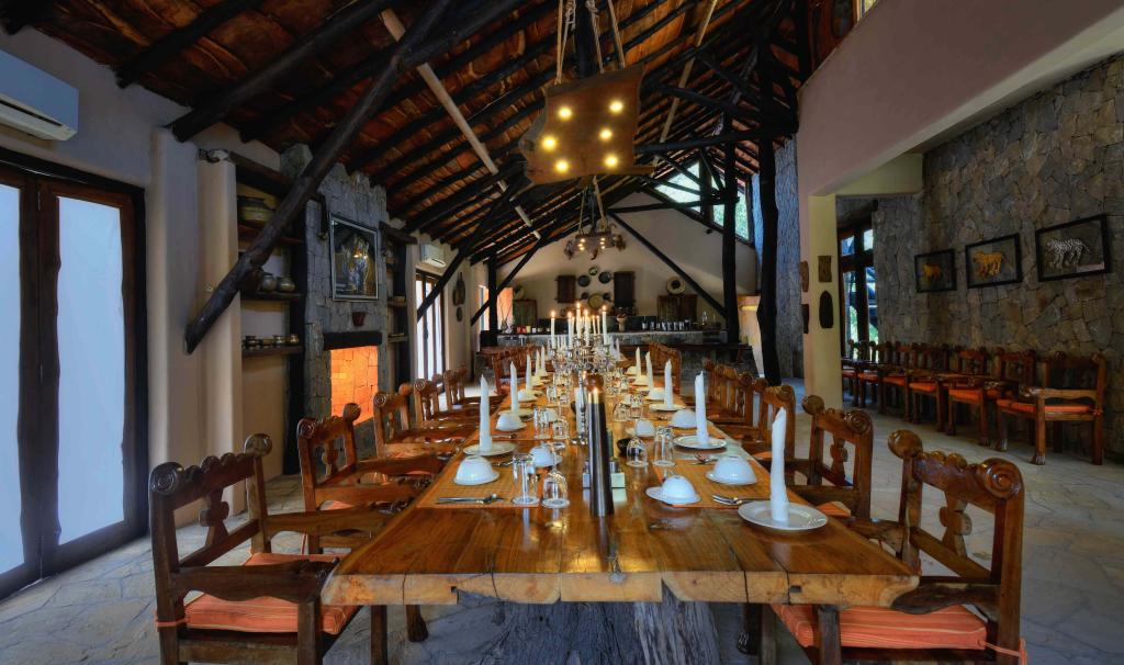 kanha earth lodge dining hall