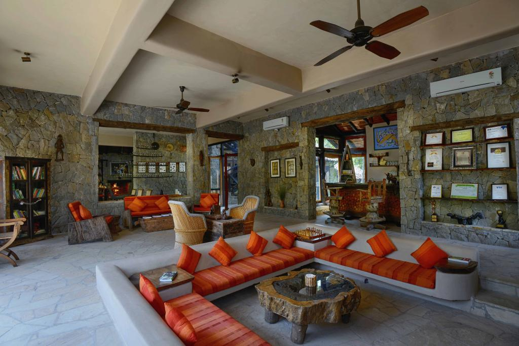 kanha earth lodge lobby
