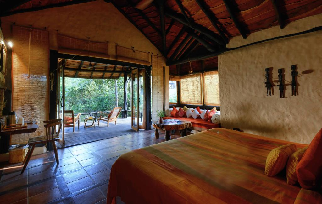 kanha earth lodge room