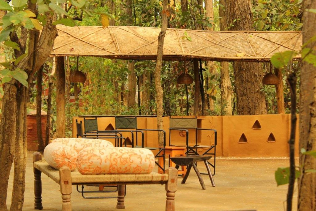 kanha lodge open dining