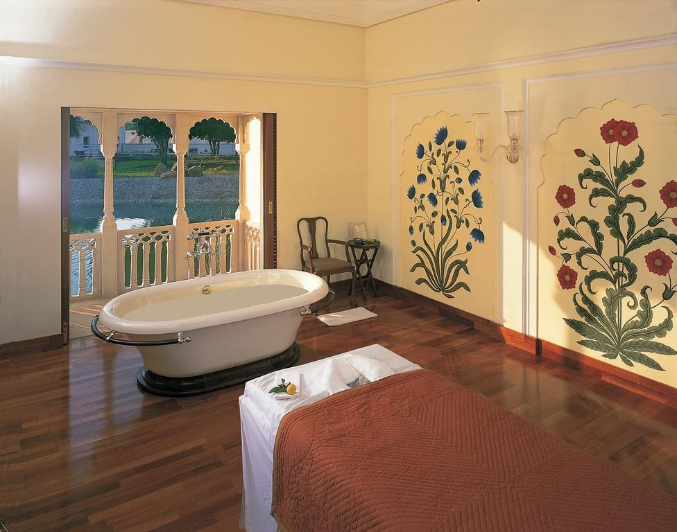The Oberoi Vanyavilas Ranthambore Bathtub