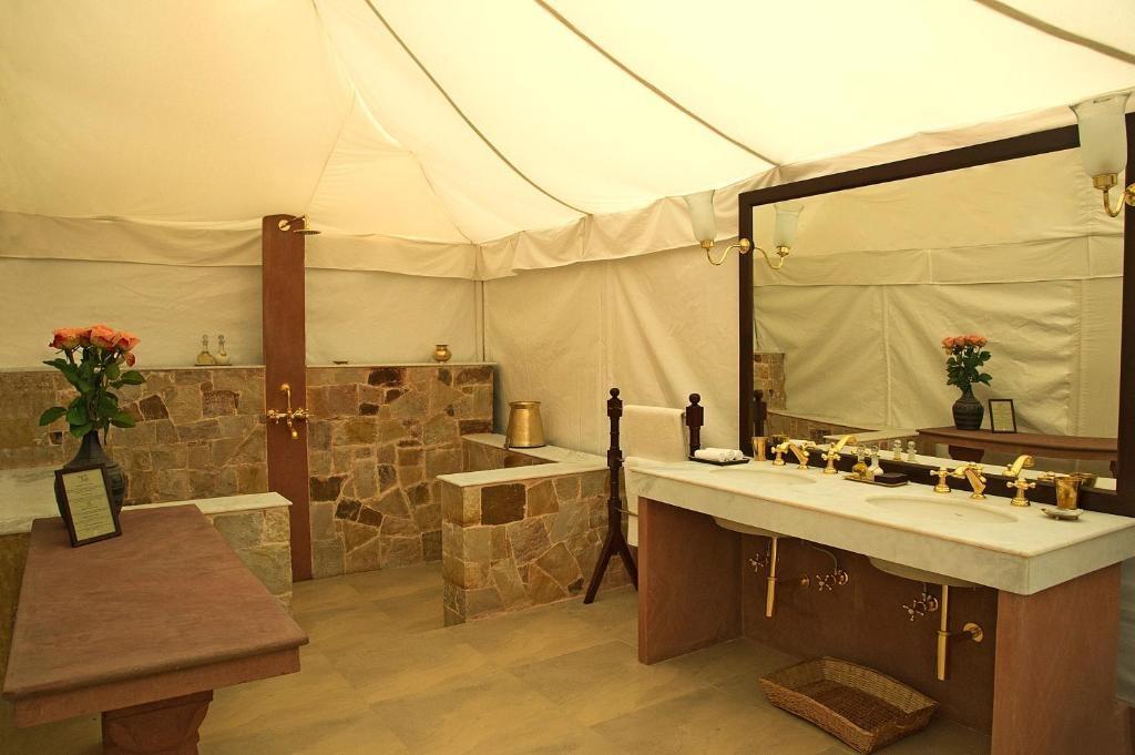 Sujan Sherbagh Resort Luxury Tent Bathroom