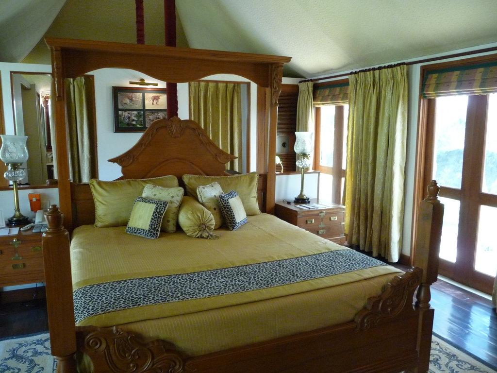 tuli interior bed