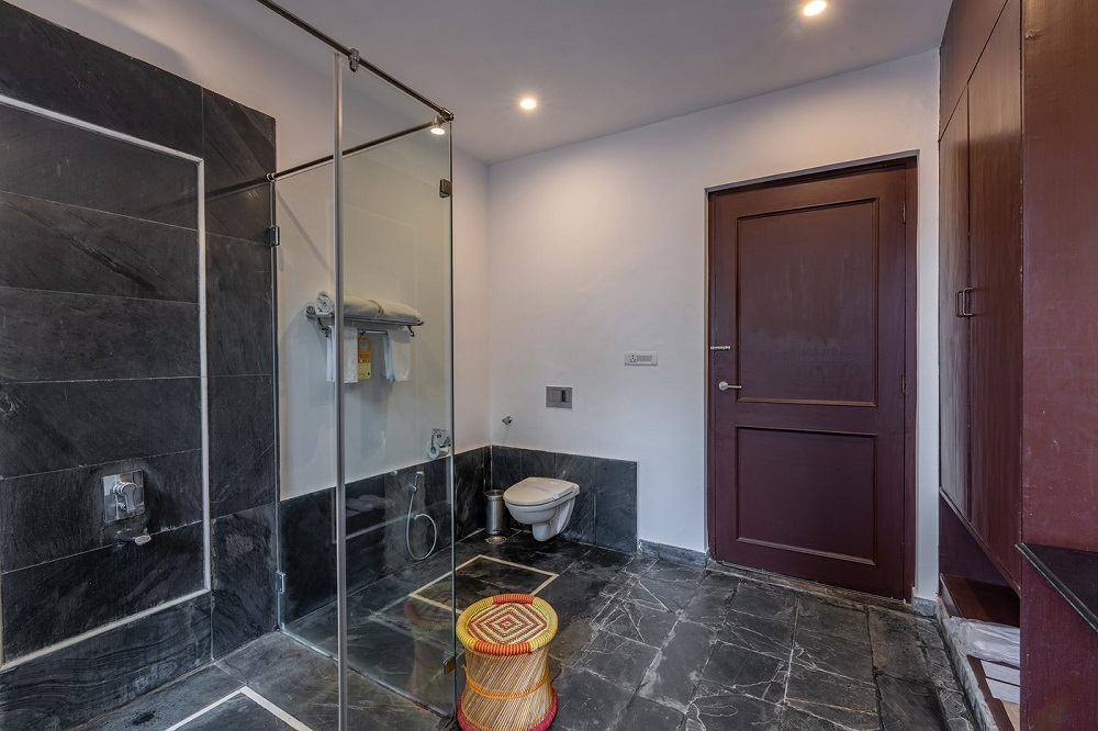 Ranthambore Kothi Deluxe Rooms Bathroom1