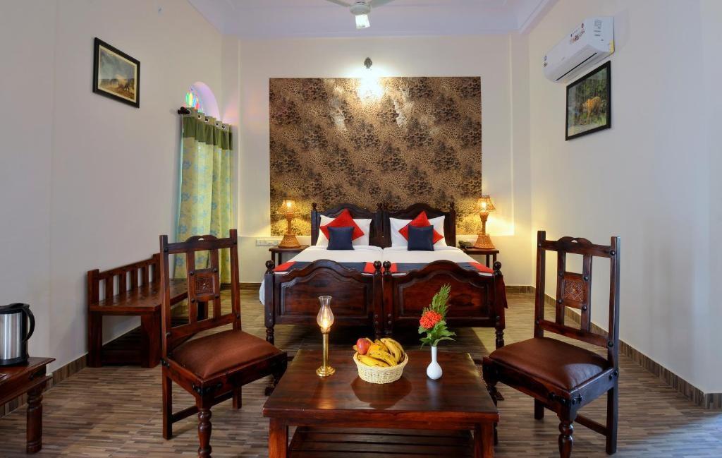 Ranthambore Heritage Haveli Deluxe Bedroom1