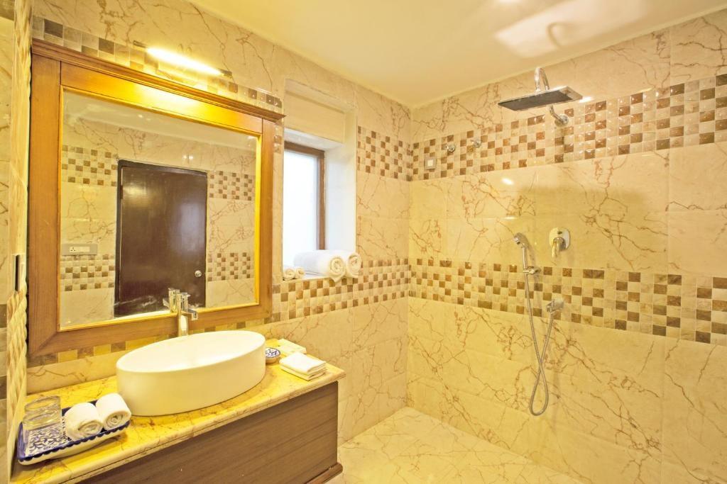 Regenta Resort Vanya Mahal Cottages Bathroom
