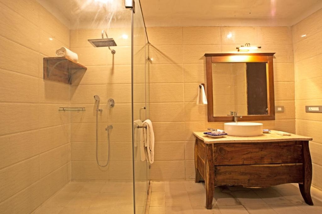 Regenta Resort Vanya Mahal Cottages Bathroom1