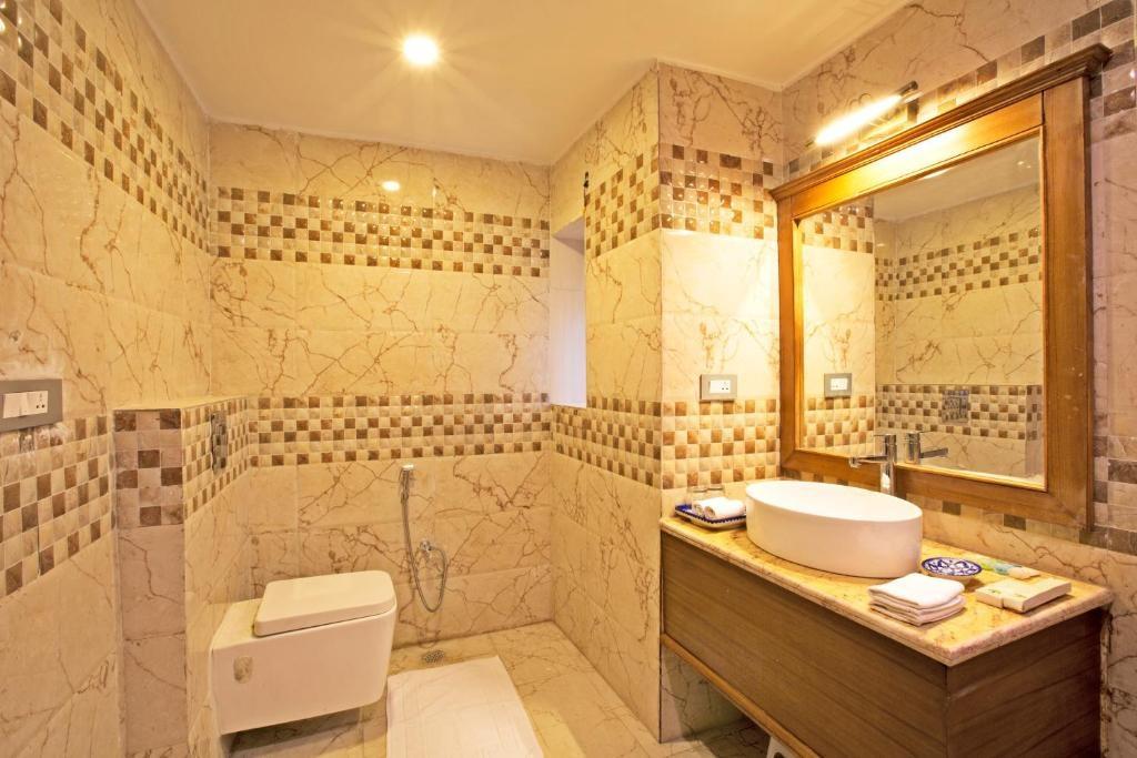 Regenta Resort Vanya Mahal Cottages Bathroom3