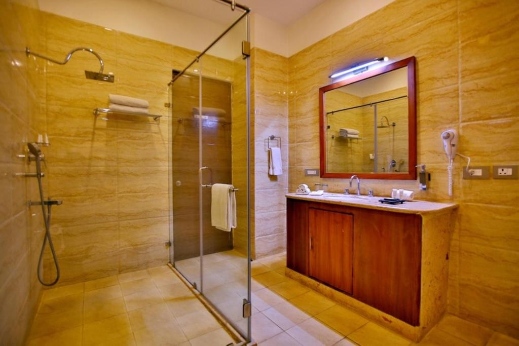 Regenta Resort Vanya Mahal Executive Bathroom
