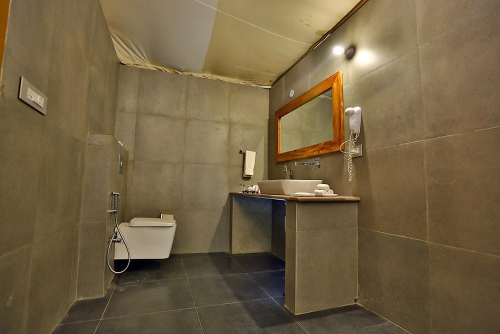 Regenta Resort Vanya Mahal Rajputana Tents Bathroom