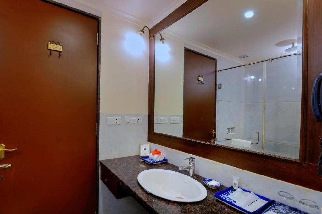 Anurag Palace Ranthambore Deluxe Bathroom