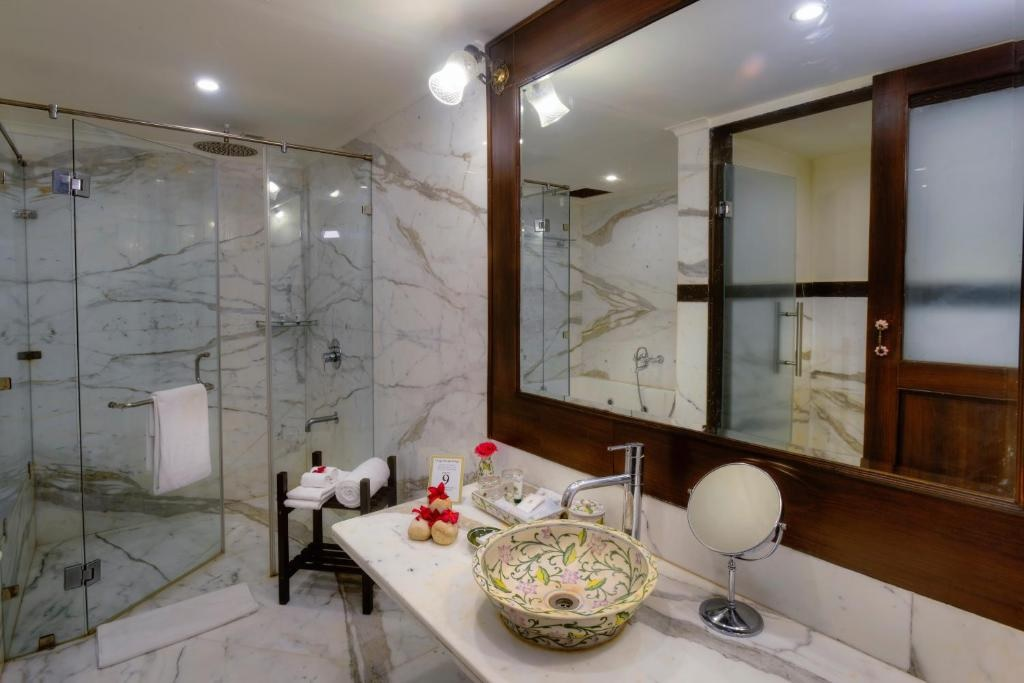 Anurag Palace Ranthambore Thematic Suites Bathroom
