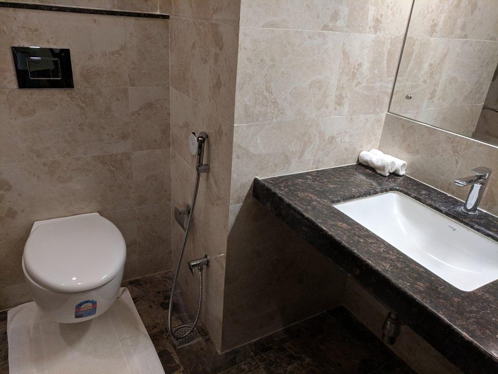 WelcomHeritage Mount Valley Resort Deluxe Bathroom
