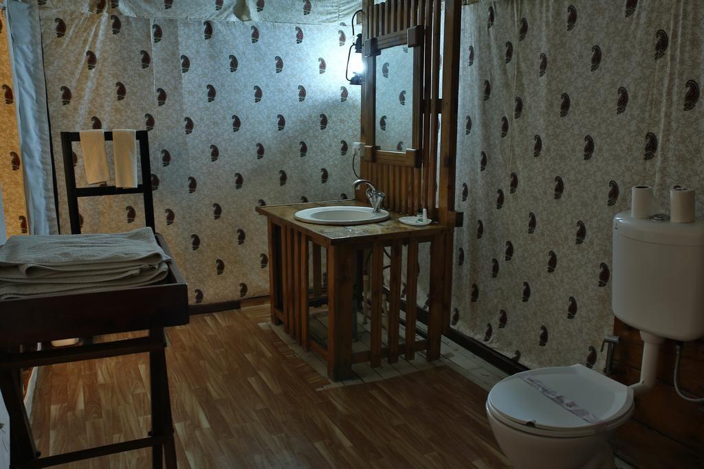 Tiger Machan Resort Luxury Camps Bathroom