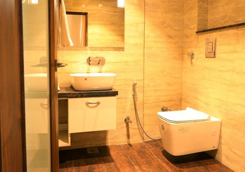 washroom-pavna-palace