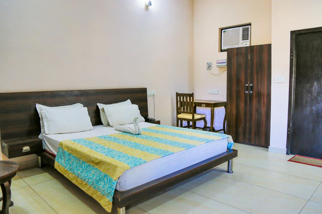 gulmohar-resort-sariskaroom6
