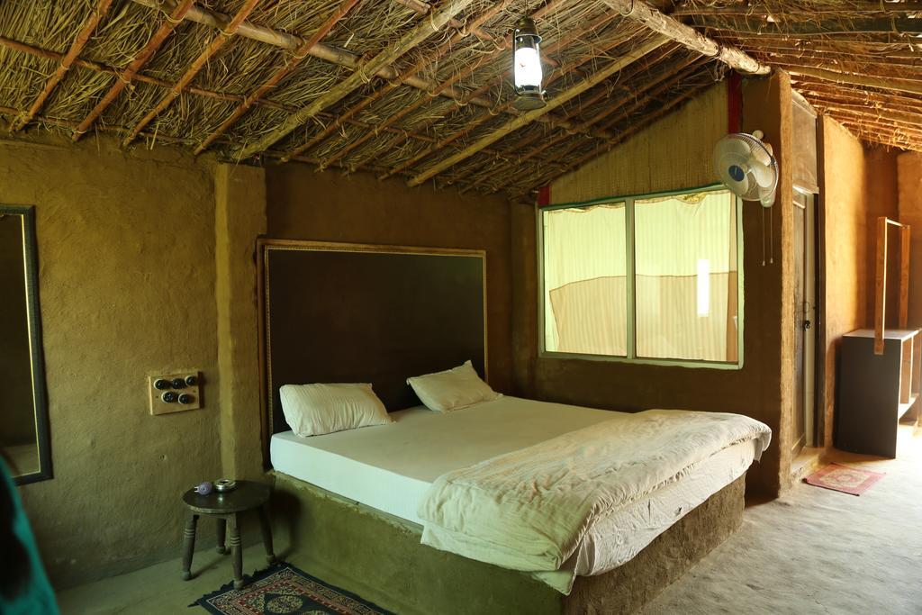 huts-thejungle lap