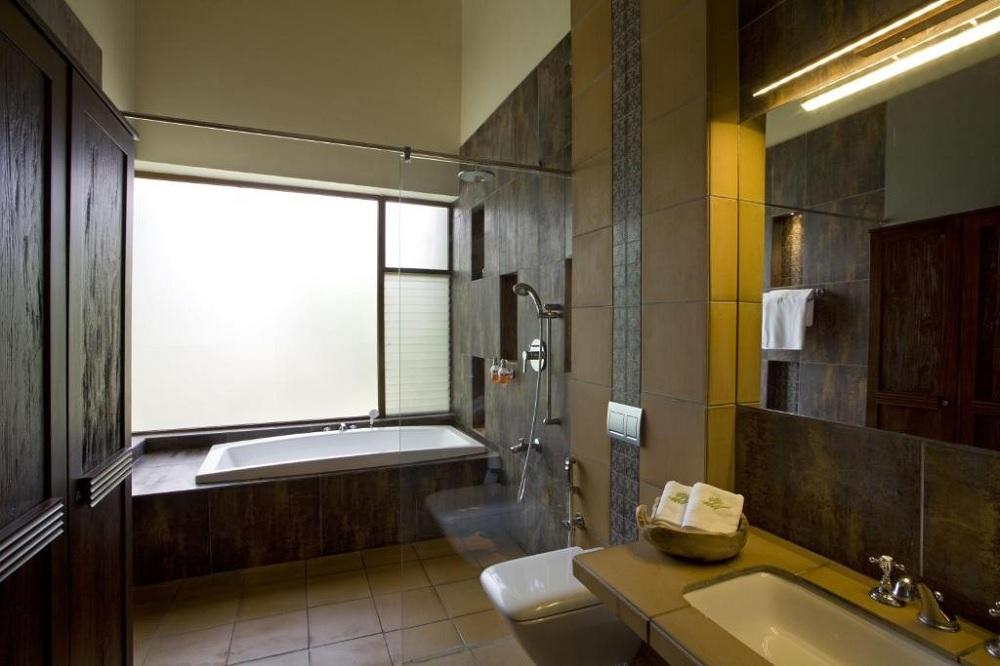 Waterwoods Lodge Kabini Family Room Bathroom