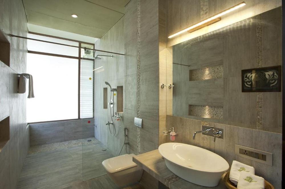 Waterwoods Lodge Kabini Twin & King Room Bathroom